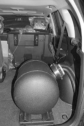 Suzuki Grand Vitara Kofferraum Mit Kesseltank Nach Einbau Einer LPG Autogas Anlage