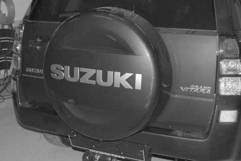 Suzuki Grand Vitara Heckansicht nach Einbau einer LPG-Autogas Anlage